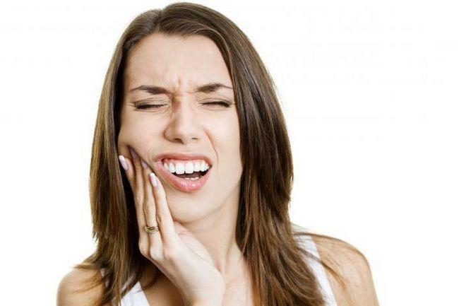 Фото - Вирвали зуб, болить ясна - що робити? Поради стоматолога