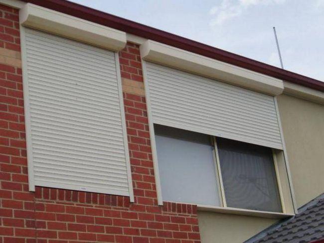 Фото - Захисні ролети на вікна. Зовнішні та внутрішні рольставні