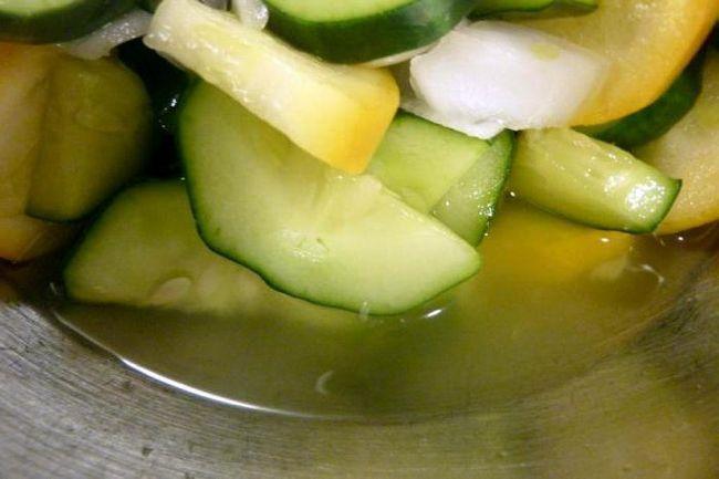 зимовий салат з огірків без стерилізації