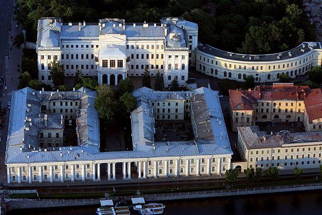 Фото - Анічков палац - історичний пам'ятник Санкт-Петербурга