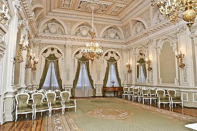 Фото - Палац одруження на Англійській набережній - улюблене місце молодят Санкт-Петербурга