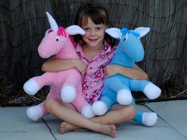 Фото - Іграшка-кінь - універсальний подарунок