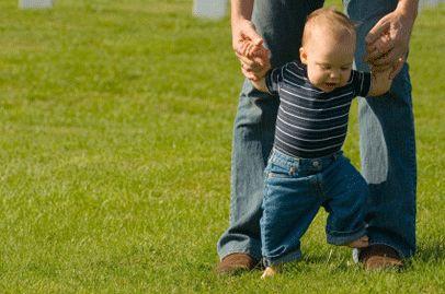 дитина почала ходити на носочках