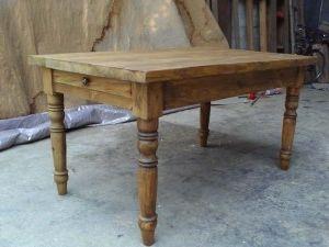 Фото - Виготовлений дерев'яний стіл своїми руками - для коханих та близьких людей