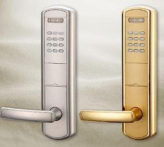 електронний замок на двері