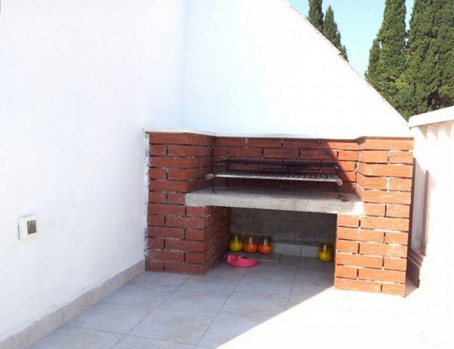 Фото - Цегляний мангал з дахом для дачі або заміського будинку
