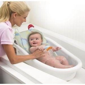 купання немовляти