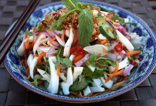 салат з кальмарами маринованою цибулею