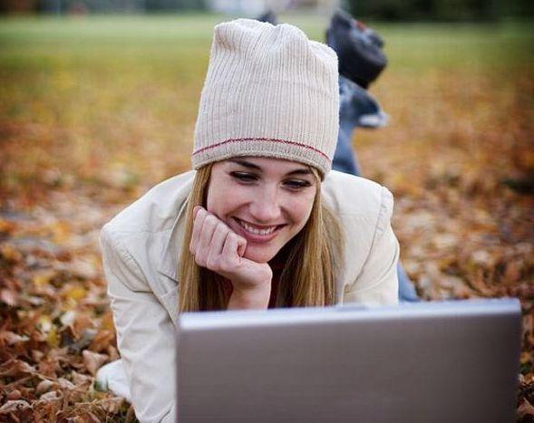 Фото - Чому дівчата не пишуть першими? Чи варто писати дівчині першу?