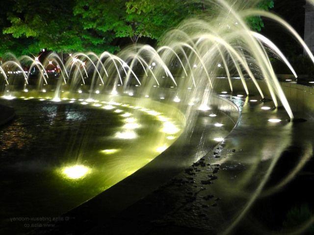 Фото - Підсвічування фонтанів - чарівне видовище