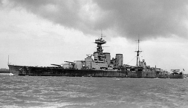 потужний військовий корабель