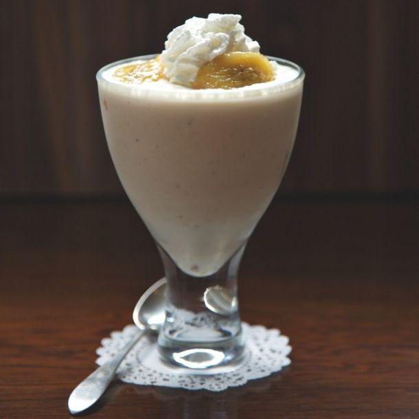 Фото - Смак дитинства - молочний коктейль з бананом і морозивом