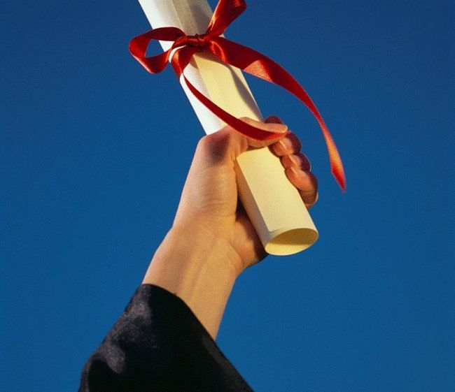 Фото - Вручення дипломів: сценарій та рекомендації