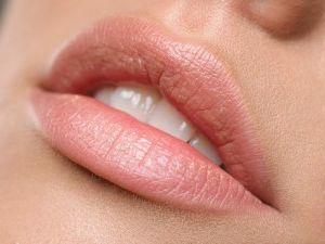 величезні губи
