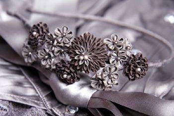 Фото - Майстер-клас: квітка з атласних стрічок в техніці канзаші