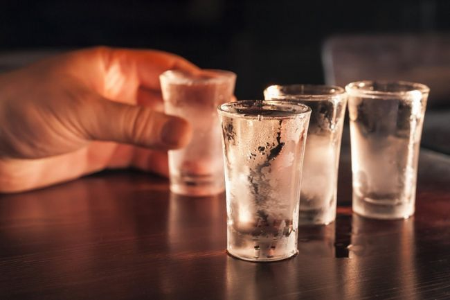 Фото - У сні пити горілку - до чого? Тлумачення сну